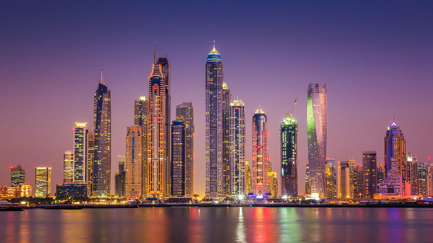 night-time-dubai-looks-like-it-came-straight-from-a-sci-fi-movie-3