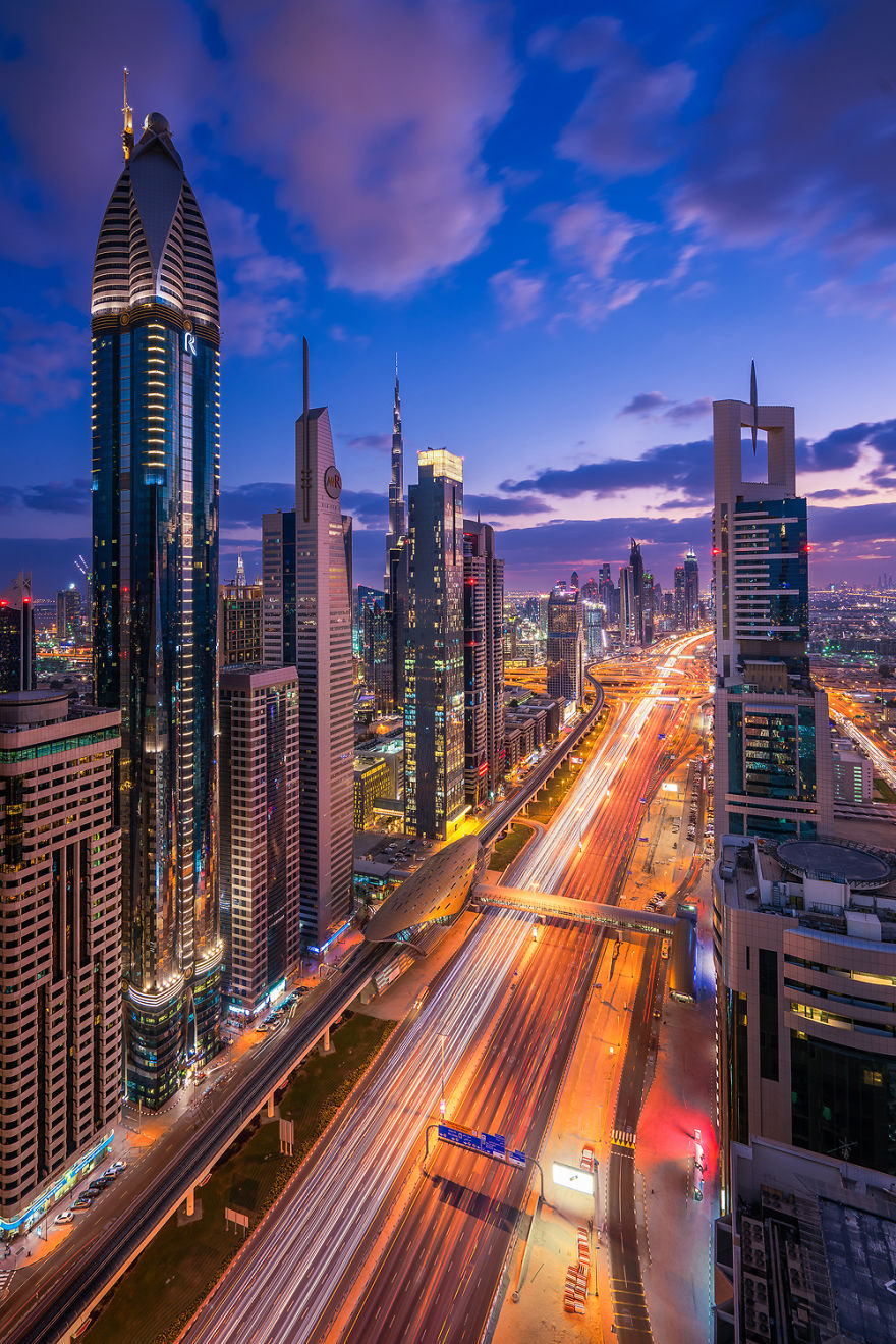 night-time-dubai-looks-like-it-came-straight-from-a-sci-fi-movie-4