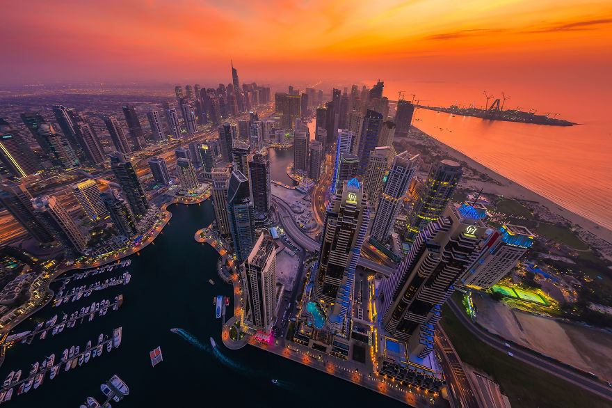 night-time-dubai-looks-like-it-came-straight-from-a-sci-fi-movie-5