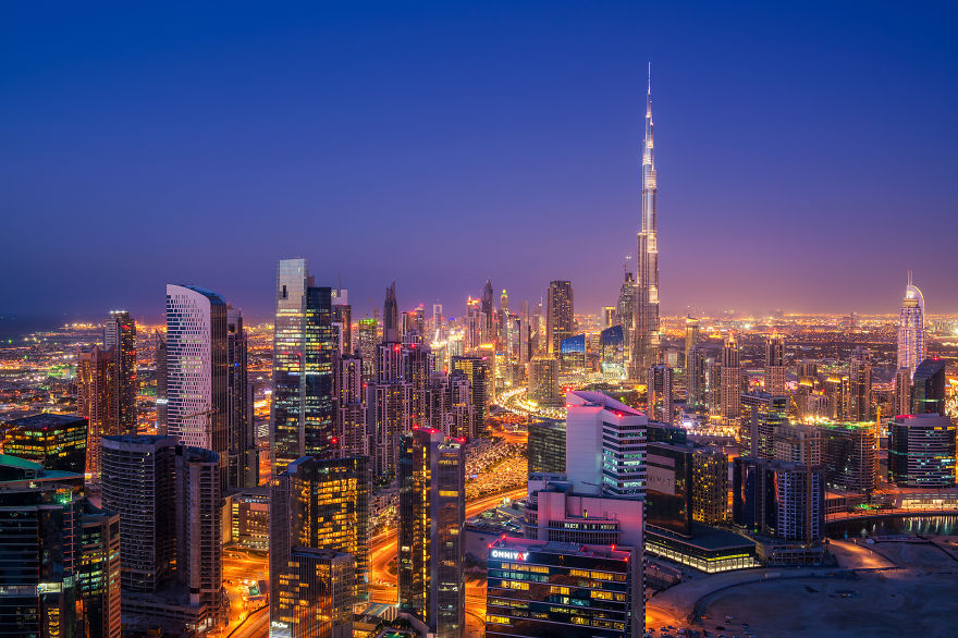 night-time-dubai-looks-like-it-came-straight-from-a-sci-fi-movie-6