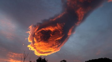 unusual-cloud-formation-fist-hand-of-god-portugal