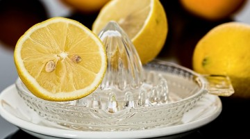 Lemon-Juice-With-Salt-Can-Stop-Migraine-Headache