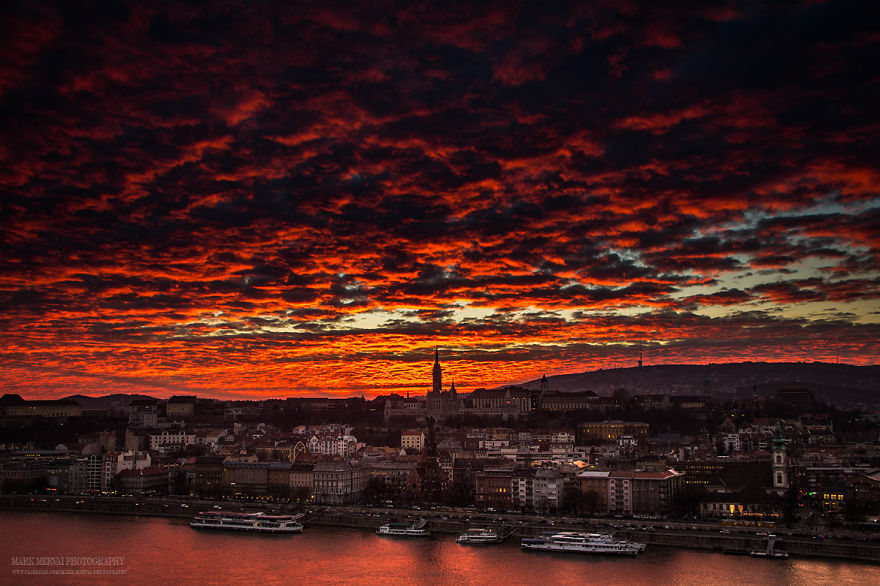 Perfect-Lights-To-Show-The-Real-Beauty-Of-Budapest (10)