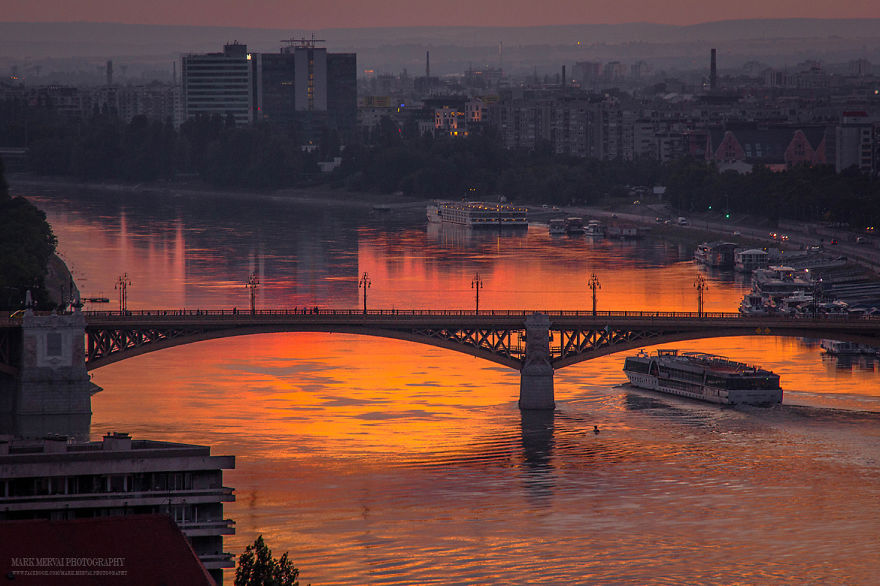 Perfect-Lights-To-Show-The-Real-Beauty-Of-Budapest (13)