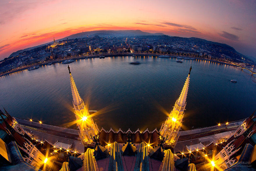 Perfect-Lights-To-Show-The-Real-Beauty-Of-Budapest (17)