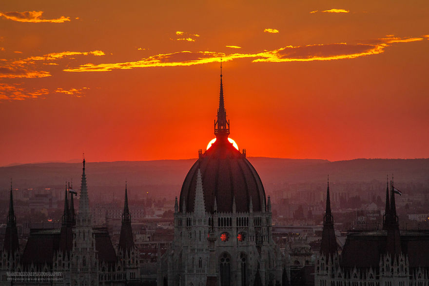 Perfect-Lights-To-Show-The-Real-Beauty-Of-Budapest (2)