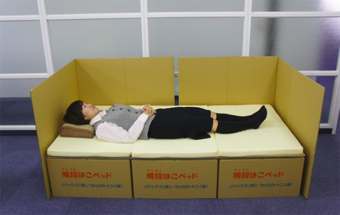 cardboard-box-bed-earthquake-japan-kumamoto (1)