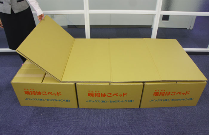 cardboard-box-bed-earthquake-japan-kumamoto (2)