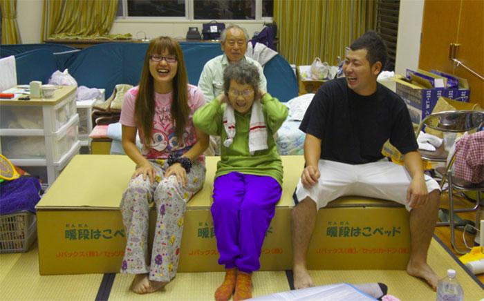 cardboard-box-bed-earthquake-japan-kumamoto (3)