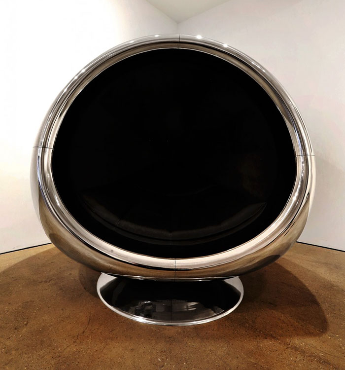 boeing-737-jet-engine-chair-cowling-fallen-furniture (3)