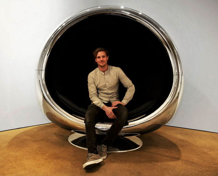 boeing-737-jet-engine-chair-cowling-fallen-furniture (4)