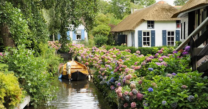 water-village-no-roads-canals-giethoorn-venice-of-the-Netherlands