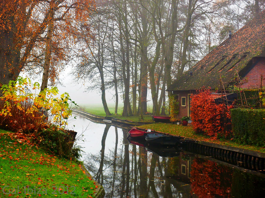 water-village-no-roads-canals-giethoorn-venice-of-the-Netherlands (11)