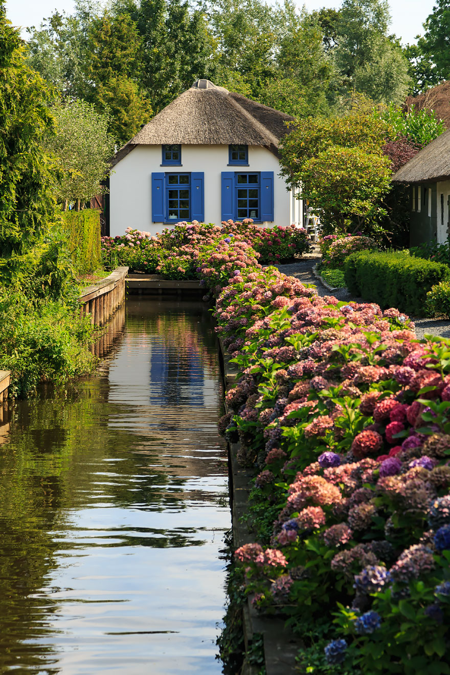 water-village-no-roads-canals-giethoorn-venice-of-the-Netherlands (3)
