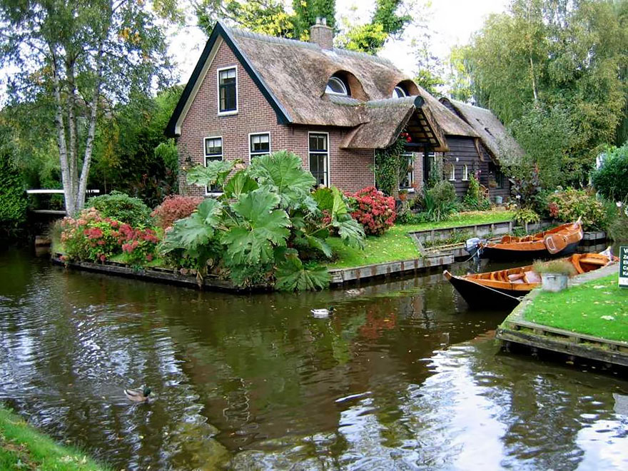 water-village-no-roads-canals-giethoorn-venice-of-the-Netherlands (6)