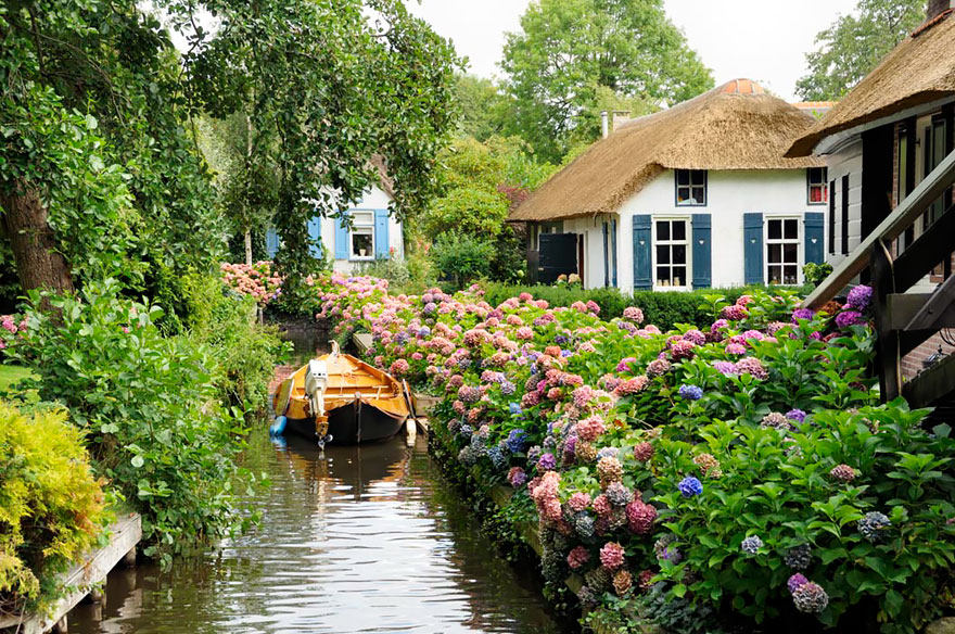 water-village-no-roads-canals-giethoorn-venice-of-the-Netherlands (7)