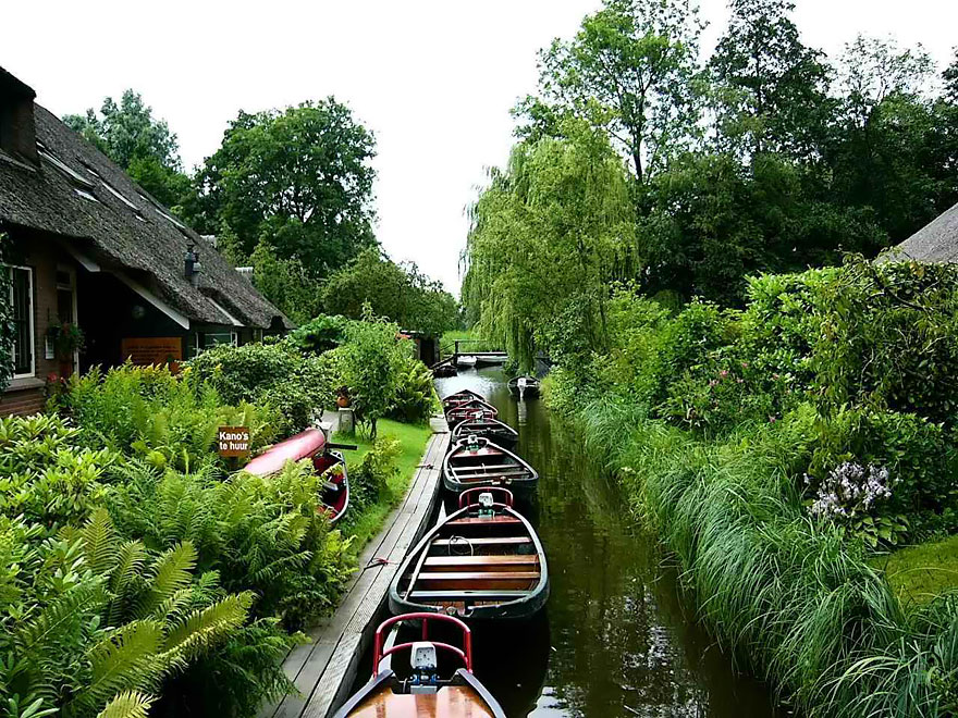 water-village-no-roads-canals-giethoorn-venice-of-the-Netherlands (8)